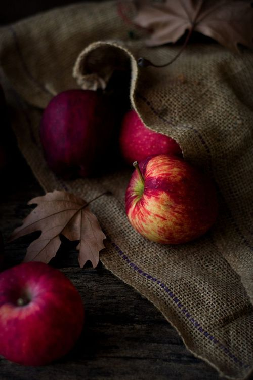 Applesinburlap
